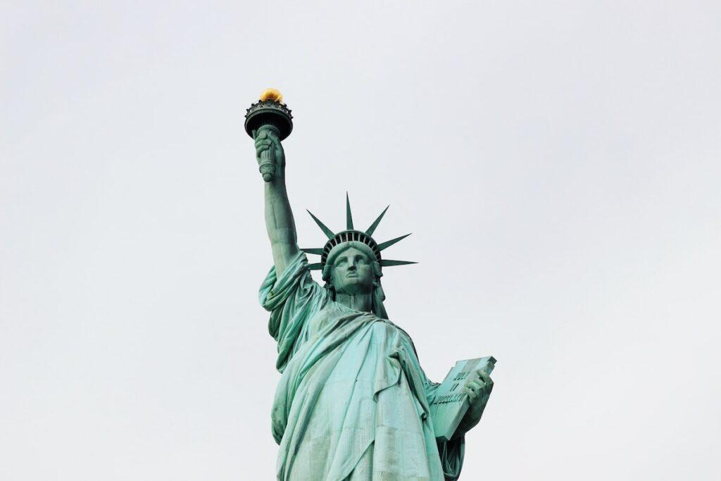 Amerykańskie obywatelstwo - Ciągłość pobytu i fizyczna obecność w USA