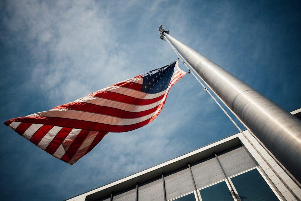 Kiedy wywiesza się flagi w USA