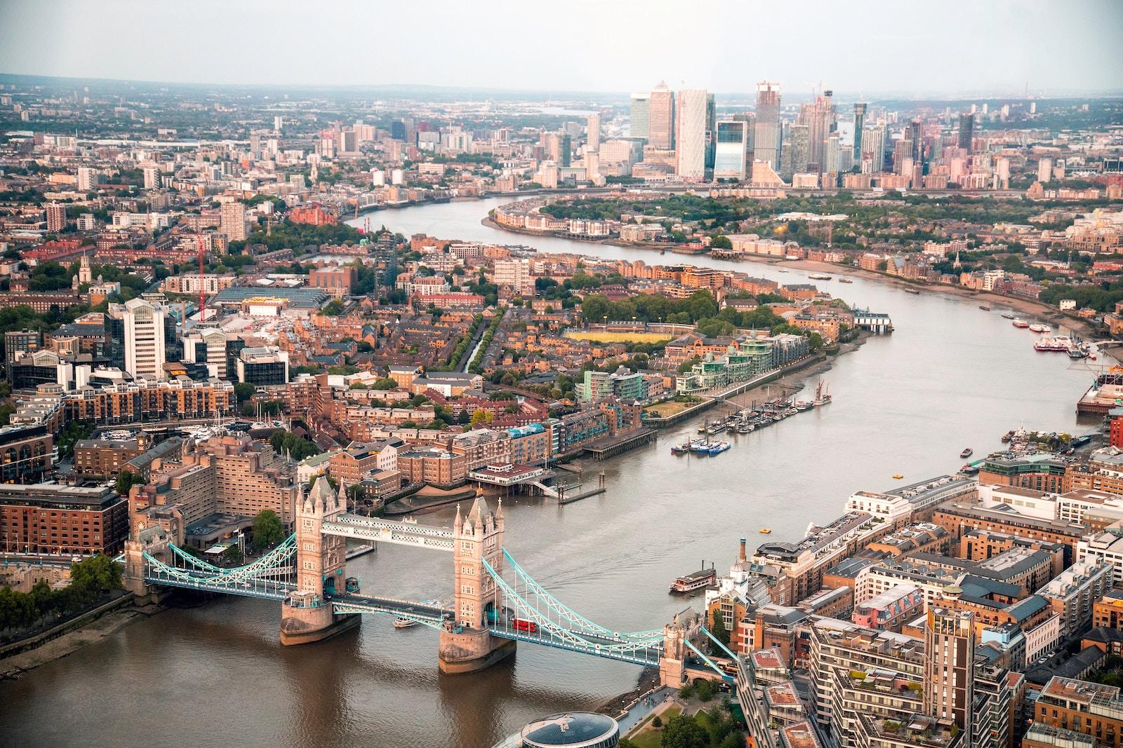 Jak uzyskać status osoby osiedlonej w Wielkiej Brytanii