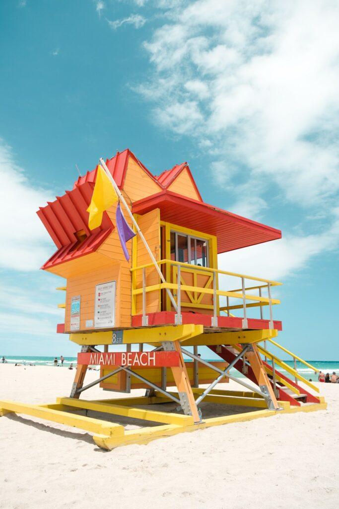 South Beach w Miami - kolorowa budka ratowników