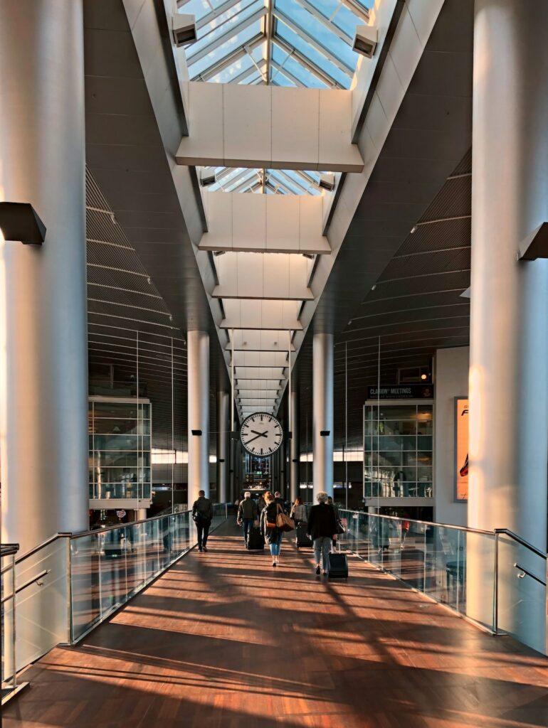 Pierwsza podróż samolotem - lądowanie i odbiór bagażu